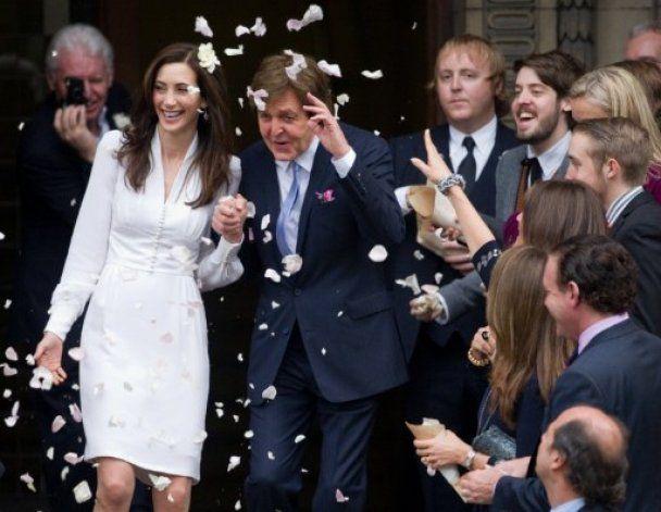 Пола Маккартні після одруження засипали пелюстками білих троянд