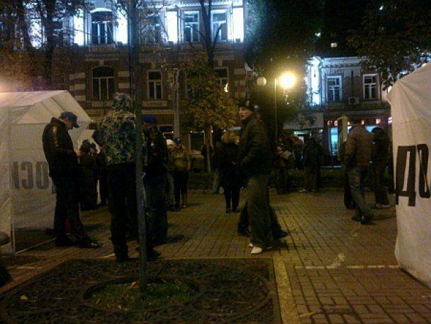 """Міліція розділила Хрещатик на """"за"""" і """"проти"""" Тимошенко"""