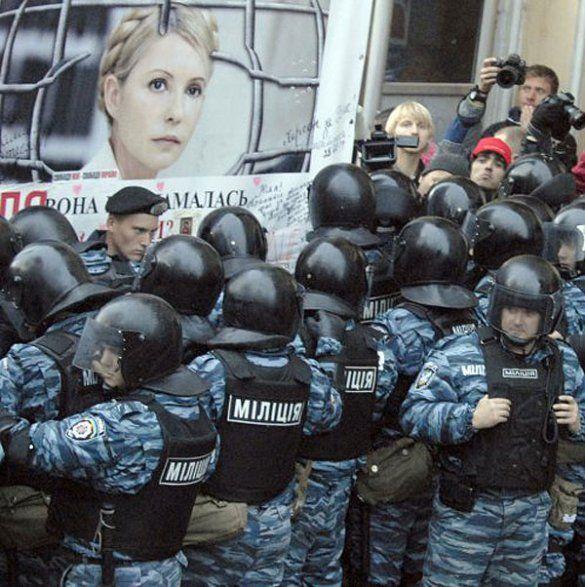 """Прихильники Тимошенко і """"Беркут"""" перед Печерським судом_5"""