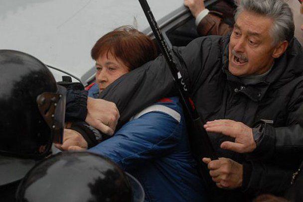 """В столкновениях с """"Беркутом"""" возле Печерского суда есть пострадавшие"""
