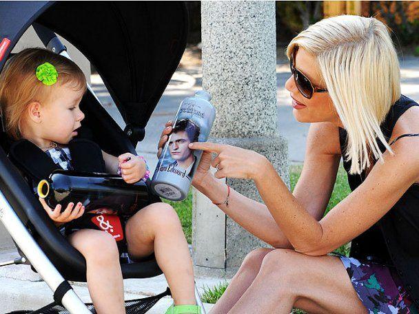 38-летняя Тори Спеллинг третий раз стала мамой