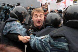 УБОПовцы с автоматами устроили соратнику Тимошенко маски-шоу