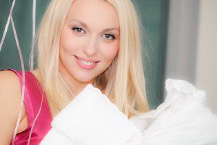 Суперблондинка Оля Полякова назве новонароджену доню Дунею