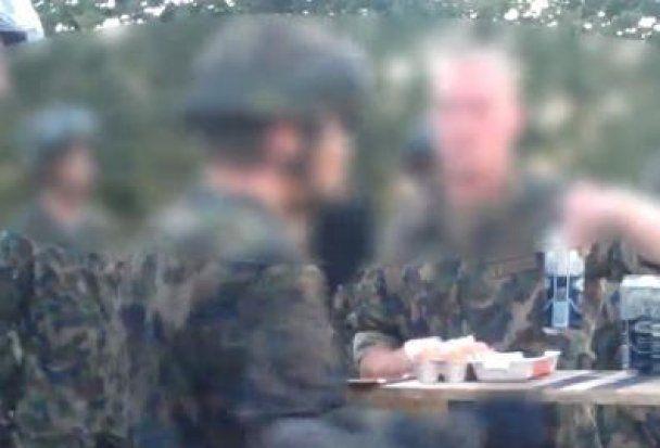 Дідівщина по-швейцарські - солдатів змушували запивати яйця дешевим пивом