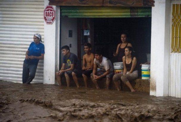 "Над Мексикой пронесся ураган ""Джови"""
