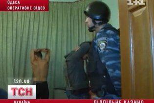 """В Одесі """"Беркут"""" взяв штурмом елітний особняк за казино"""