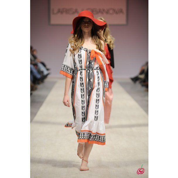 Larisa LOBANOVA  вразила чудернацькими капелюшками