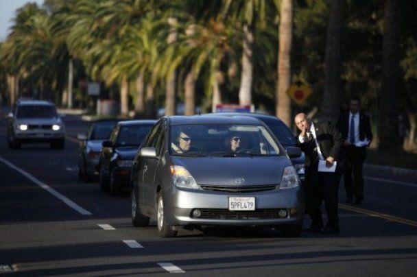 Стэнфорд провел закрытую панихиду по Джобсу: пришли Билл Клинтон и Боно