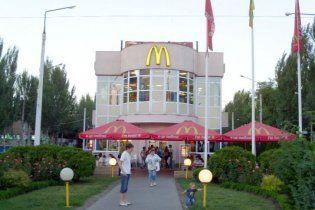 """У Запоріжжі фанати влаштували побоїще в """"МакДональдсі"""" (відео)"""