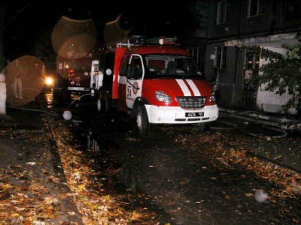 Пожежа в житловому будинку Маріуполя: 70 людей евакуйовано, загинула дитина (відео)