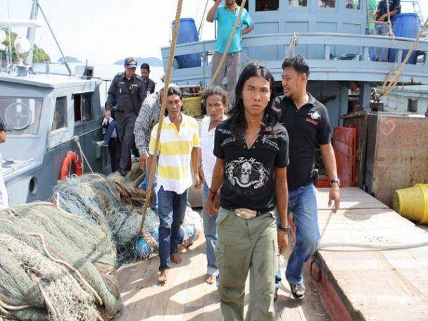 Экипаж тайского судна скормил акулам своего капитана и его помощника