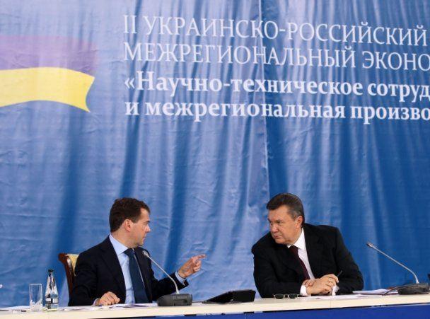 Янукович и Медведев в Донецке улыбались и договаривались