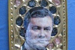 """Луганська """"ікона Віктора Януковича"""" замість мироточити вкрилася цвіллю"""