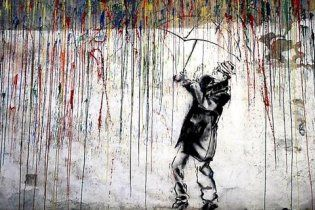 Криворожцам улучшать настроение будет разноцветный дождь на бетонной стене