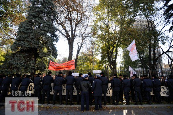 Чорнобильці штурмували Раду, зламавши паркан