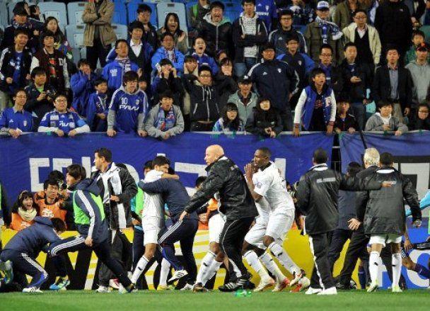 Футболісти побилися до крові через суперечливий гол (відео)