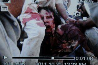 Окровавленное тело Каддафи привезли в Мисурату