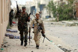 У Лівії розгорілися бої між групами повстанців
