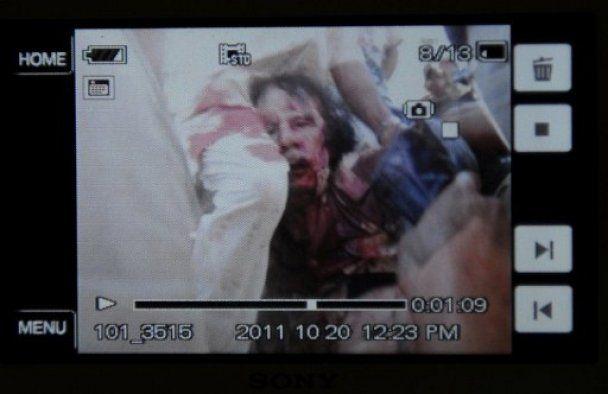 Каддафи получил смертельное ранение, когда его везли в больницу