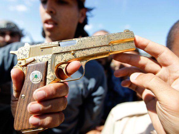 Золотий пістолет Каддафі