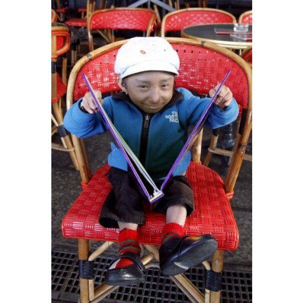 В Париж приехал самый маленький человек в мире