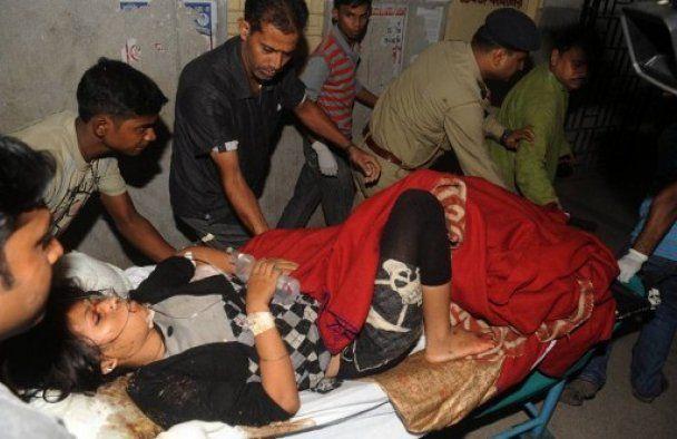 Під учасниками політичного мітингу в Індії обвалився міст, десятки загиблих