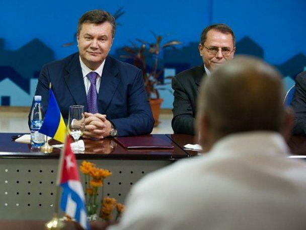 На Кубе Янукович встретил Кастро и получил орден