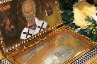 В Киев привезли мощи Святого Николая