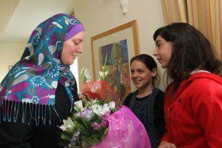 Звільнена у Ізраїлі українка розповіла, як ізраїльтяни забирали в неї дочку