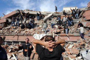 Жертвами землетрясения в Турции стали уже 138 человек