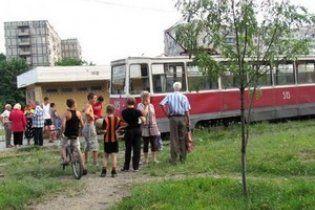 В Киеве трамвай задавил женщину и уехал
