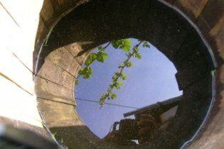 Школярка потонула у діжці з водою на ганку свого будинку