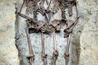 Археологи відрили скелети коханців, які 1500 років протрималися за руки