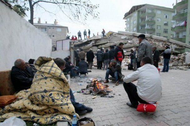 Тисячі людей в Туреччині ночували під відкритим небом