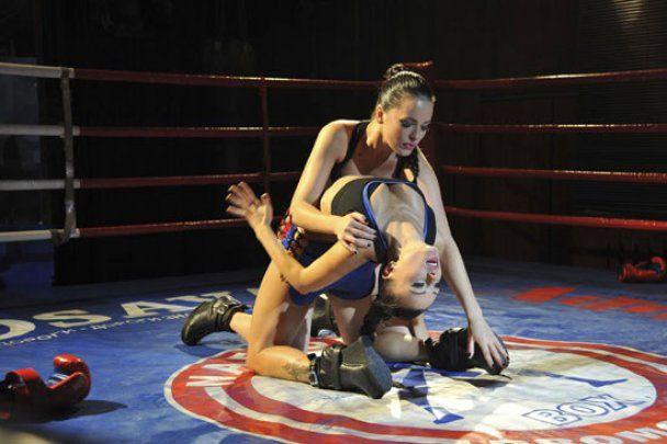 NikitA поразила двойной порцией агрессивной сексуальности (видео)