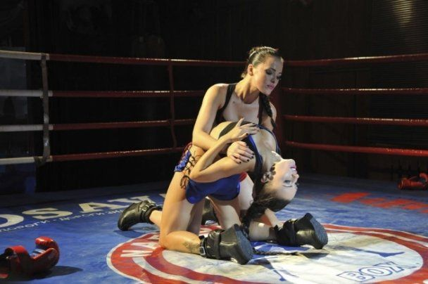 Секс-бомби з гурту NikitA роздяглись на боксерському рингу