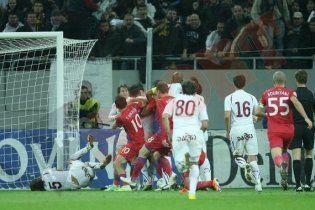 Румынские футболисты жестоко подрались на поле (видео)
