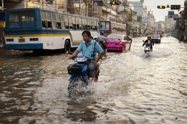 Наводнение затопило аэропорт Бангкока