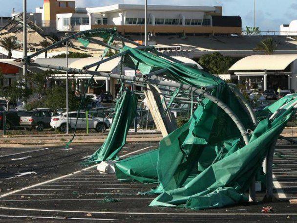 В Португалии шторм обрушил потолок аэропорта