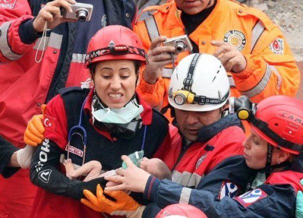 З-під завалів у Туреччині живим дістали 14-денне немовля
