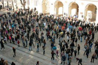 Сотні львів'ян виконали танок напередодні відкриття євроарени (відео)