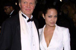Анджелина Джоли помирилась с отцом после 10 лет вражды