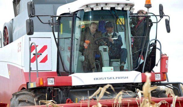 Путин и Медведев на комбайнах собрали по 6 тонн урожая