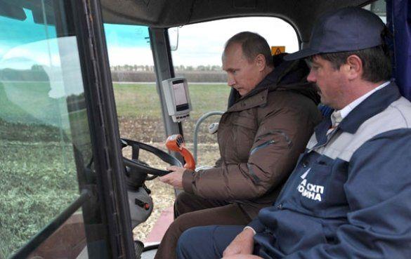 Володимир Путін на комбайні