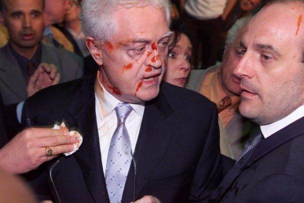 """Украинских политиков """"бомбят"""" яйцами, а зарубежных - тортами и кетчупом"""