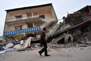 Туреччину продовжує трусити: під завалами опинилися близько 50 осіб