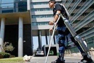 Розроблено екзоскелет, який дозволить паралізованим ходити (відео)