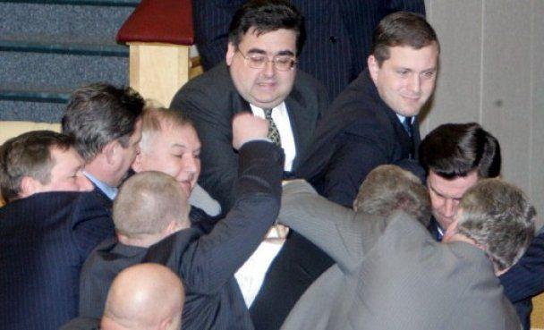 Украинских нардепов признали одними из лучших политиков-бойцов мира