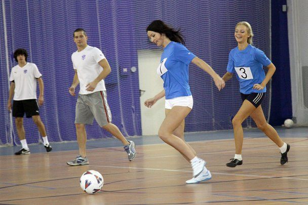 Российская команда сыграла с моделями в эротический футбол (видео)