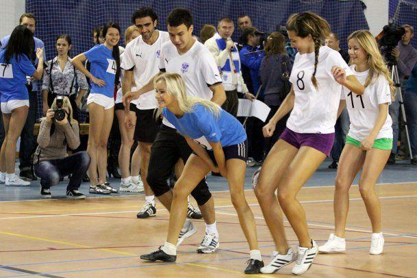 Російська команда зіграла з моделями в еротичний футбол (відео)